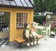 3/6 ses vi utomhus i Pelle Svanslös lekplats, engelska parken